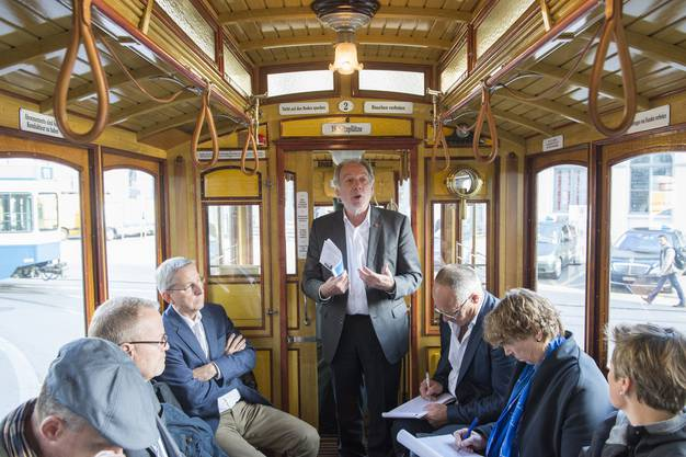 Der SP-Nationalrat und Rümlanger Gemeindepräsident Thomas Hardegger weist auf die Erfolgsgeschichte Glattalbahn hin