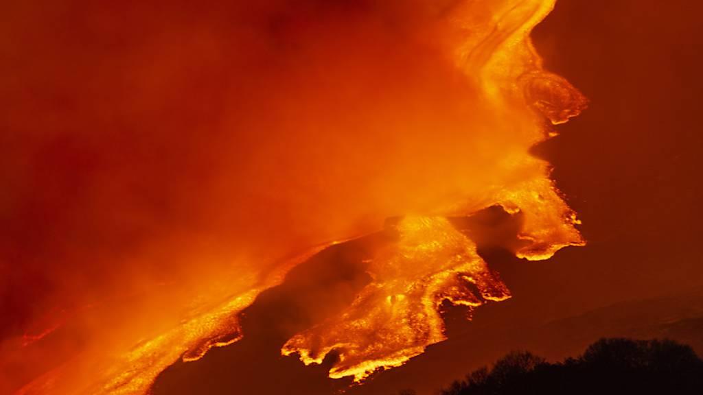 Vulkan Ätna kommt nicht zur Ruhe – hohe Lava-Fontänen