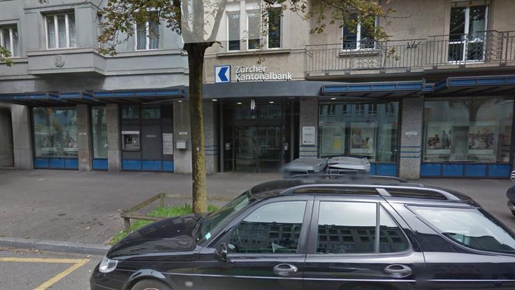 Am letzten Freitag wurde eine ZKB-Filiale in der Forchstrasse überfallen.