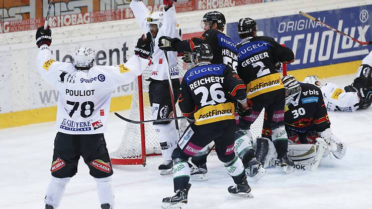 Freiburger Jubel nach dem 2:0 durch Greg Mauldin (Zweiter von links)