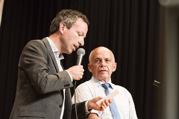 «Schweiz am Wochenende»-Chefredaktor Patrick Müller und Bundesrat Ueli Maurer am SVP-Anlass in Holziken AG.