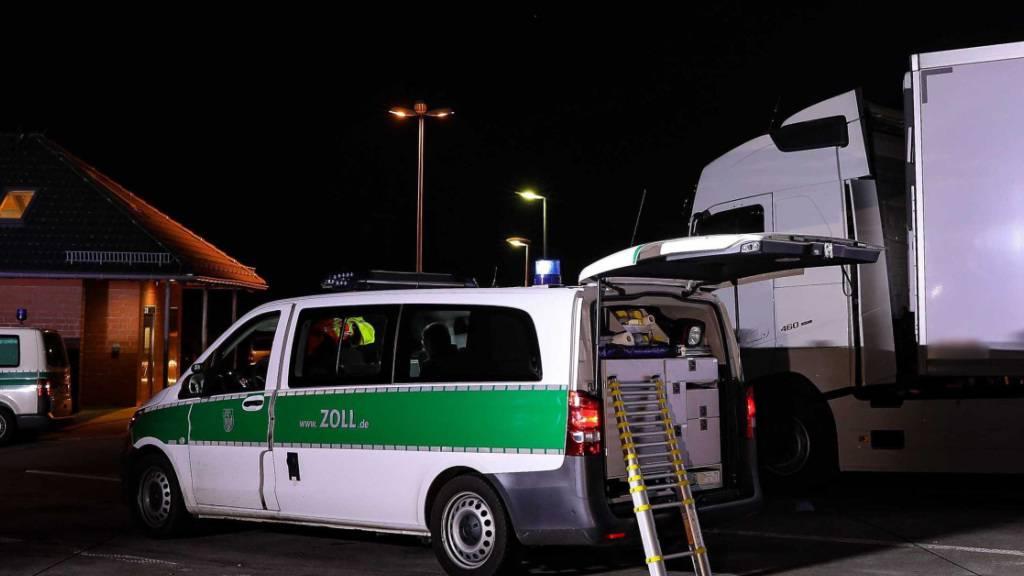 31 Migranten in Kühllaster an deutsch-tschechischer Grenze