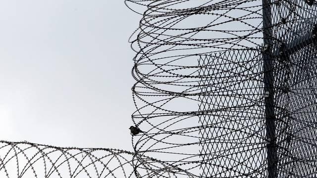 Die Frau bleibt hinter Gittern. (Symbolbild)