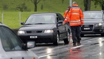 Polizei führt Verkehrskontrollen durch. (Symbolbild)