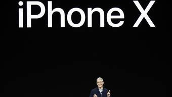 Apple-CEO Tim Cook stellt die neuen Produkte vor.