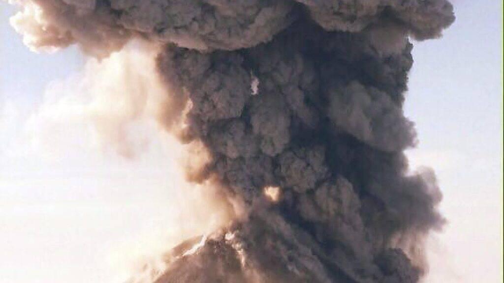 Ob ein Vulkan explosiv ausbricht, entscheidet auch der Gehalt des im Magma gelösten Wassers. (Themenbild)