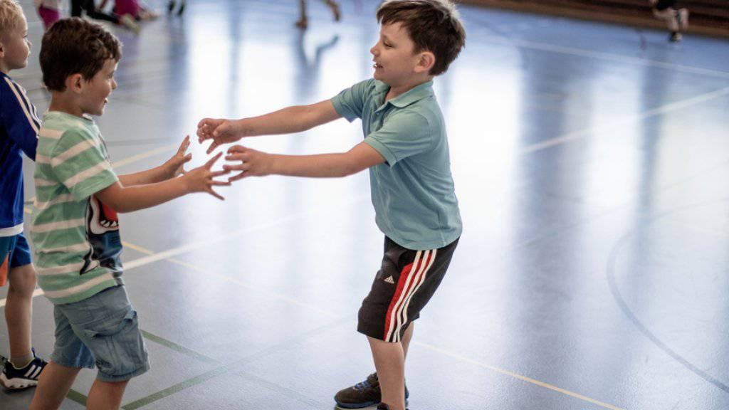 Kinder treten immer früher in Sportvereine ein, verlassen sie aber auch früher wieder. Das zeigt eine Studie zu Sportvereinen. (Symbolbild)