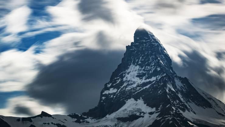 Das Matterhorn von der Schweizer Seite aus. Am Mittwoch stürzten an der Südflanke eine Bergsteigerin und ein Bergsteiger ab. (Symbolbild)