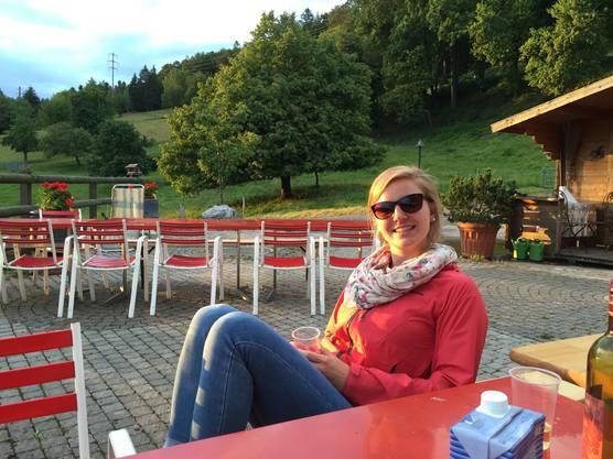 Nadine Eberle geniesst die Sonne