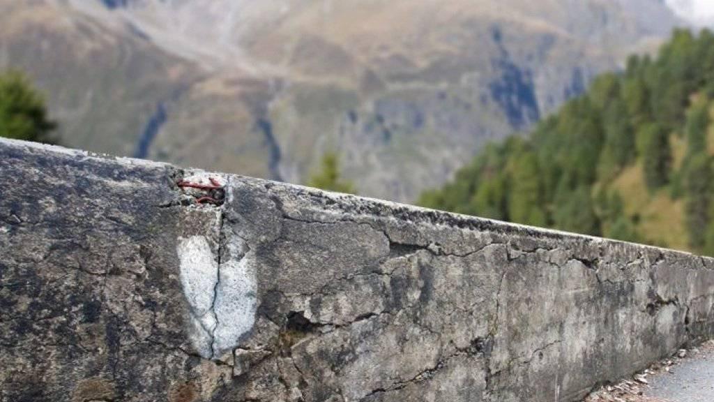 Tausalze, die Brücken, Strassen und Tunnel im Winter eisfrei halten, setzen Stahlbeton zu: Chloride aus dem Salz dringen in den Beton ein und die Armierungseisen beginnen zu rosten.