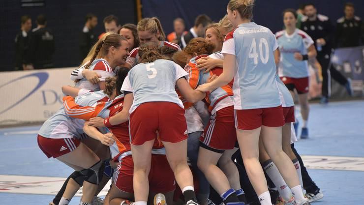 Bald nur noch Nostalgie: Zofingens Frauen freuen sich über einen Erfolg in der höchsten Schweizer Liga.