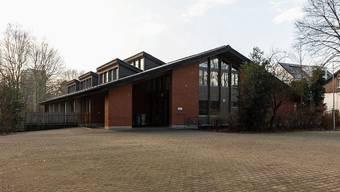 Das 1978 erstellte Gebäude wird als Primarschulhaus mit sieben Klassenzimmern genutzt.