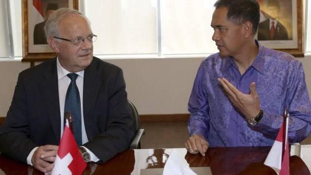 Schneider-Ammann mit dem indonesischen Handelsminister Wirjawan