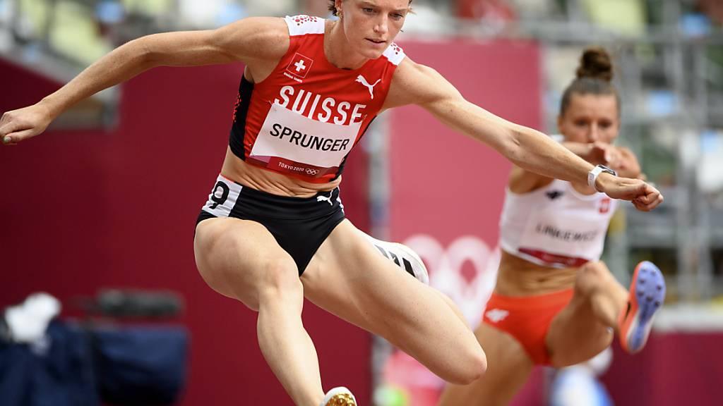 Die Gegnerinnen im Rücken: Lea Sprunger zeigt sich bei ihrem Auftakt in die - für sie - letzten Olympischen Spiele in guter Form