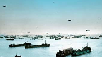 Schiffe und Boote der Alliierten vor der Omaha Beach in der Normandie am 9. Juni 1944.