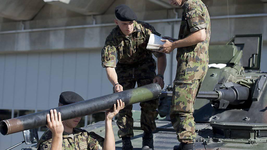 Thun ist seit Generationen eng mit dem Militär verbunden. Mit einer Gesamtschau präsentiert sich die Armee im Herbst auf dem Thuner Waffenplatz der Bevölkerung.