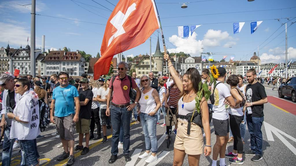 Nach unbewilligter Corona-Demo in Luzern: Polizei erstattet Anzeige