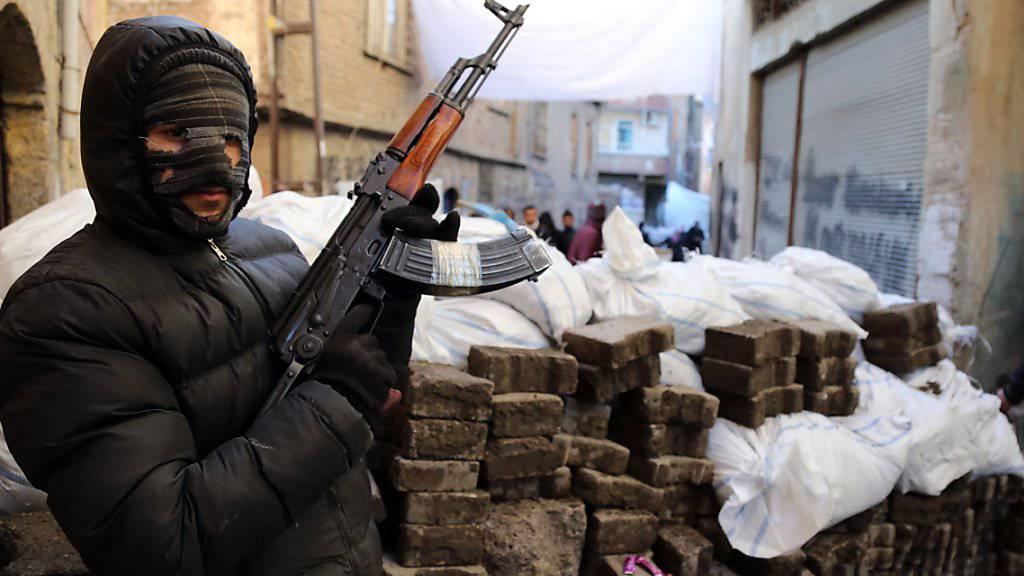PKK-Kämpfer in der Türkei: Bei einem Angriff in Hakkari kamen fünf Soldaten ums Leben. (Archivbild)