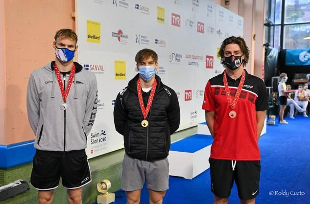 SC Aarefisch: Robin Affentranger (r.) aus Erlinsbach unterbot an der Kurzbahn-SM 2020 die Aargauer Rekorde im Rücken über 50m, 100m und 200m und holte 200m Bronze.