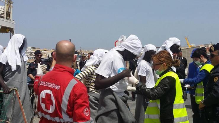 In zwei Tagen retten Einsatzkräfte rund 5600 Bootsflüchtlinge aus dem Mittelmeer. (Archivbild)