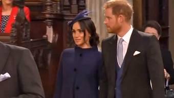 Seit Wochen wird gemunkelt, jetzt ist es offiziell: Meghan Markle und Prinz Harry erwarten im Frühling 2019 ihr erstes gemeinsames Kind. Diese Meldung kommt just zum Start ihrer gemeinsamen 16-tägigen Australien-Tour.