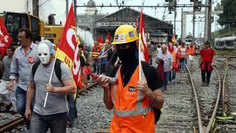Die Streiks halfen wenig: Die Bahnreform in Frankreich ist durch.