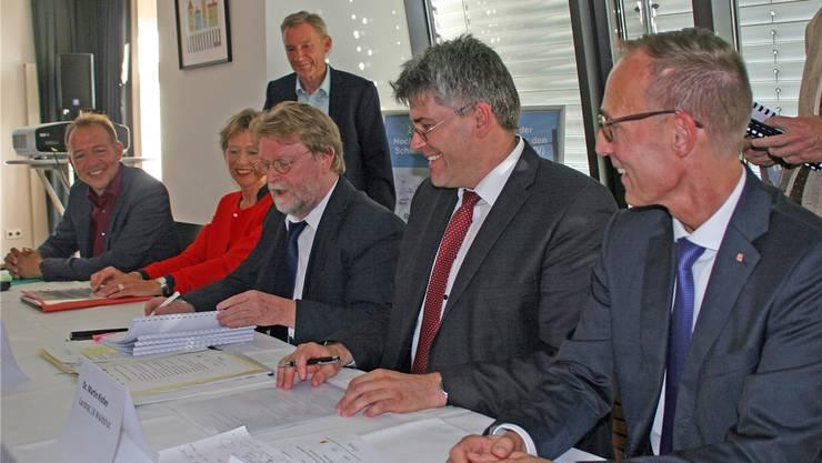 Die Planungsvereinbarung zum Streckenausbau der Elektrifizierung der Hochrheinbahn wurde unterzeichnet.