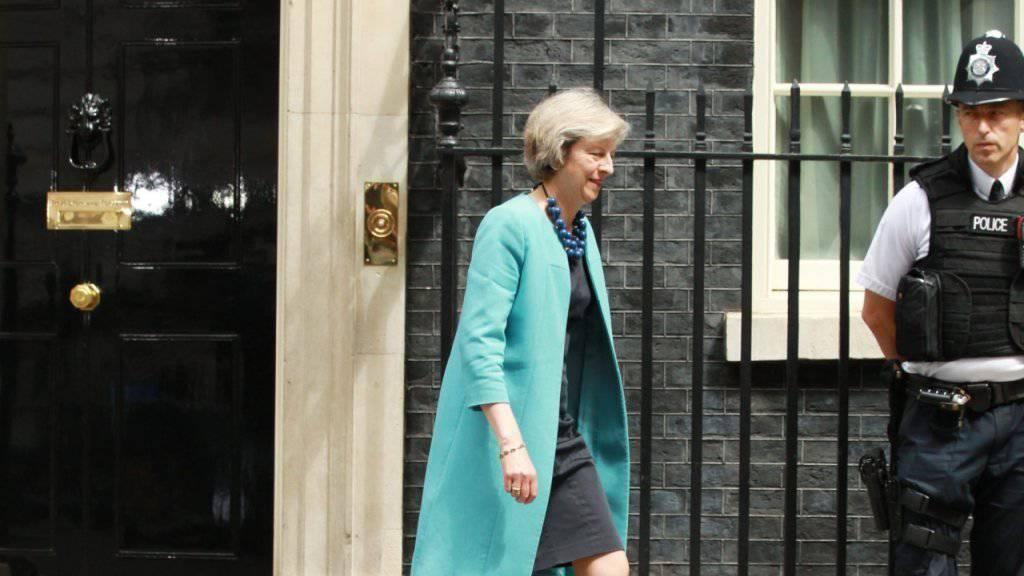 Wohnt vielleicht bald da drin? Britische Innenministerin Theresa May will nach Cameron in die Downing Street einziehen.