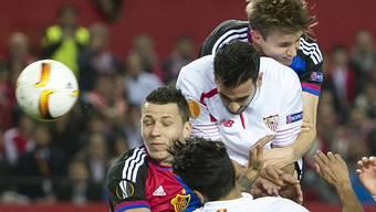 Von wegen Augen zu und durch: dem FCB bleibt gegen den FC Sevilla nur das Nachsehen. Die Basler verlieren gegen Sevilla 0:3.