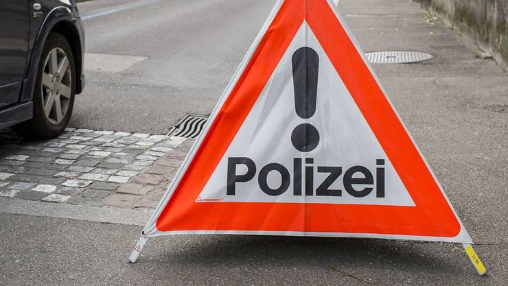 Für die Dauer der Unfallaufnahme und Spurensicherung sperrte der Verkehrsdienst die Frobenstrasse und leitete den Verkehr um. (Symbolbild)