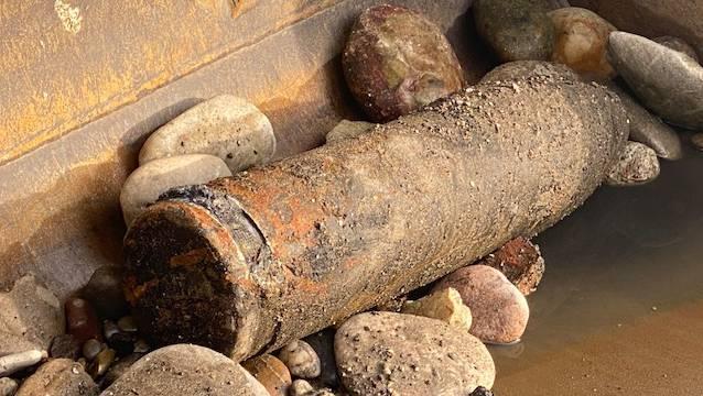 Die Fachspezialisten des Kommandos KAMI gehen von einem Sprenggeschoss deutscher Herkunft aus dem Ersten Weltkrieg mit einer Länge von etwa 65 Zentimetern Länge und 18 Zentimeter Durchmesser aus.