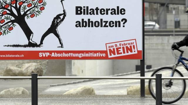 """Gegner-Plakat zur SVP-Volksinitiative """"gegen Masseneinwanderung"""""""