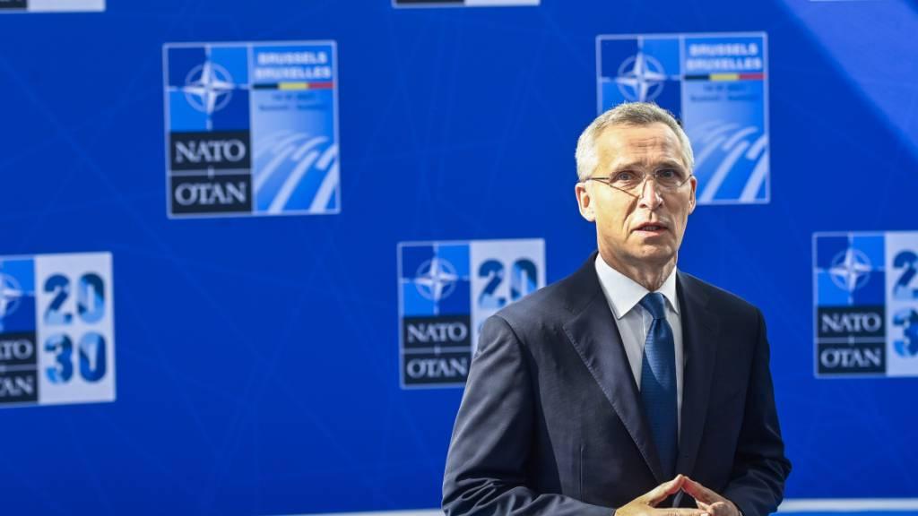 Nato-Generalsekretär Jens Stoltenberg spricht im Nato-Hauptquartier in Brüssel mit Journalisten. Foto: Laurie Dieffembacq/BELGA/dpa