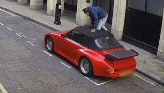 Die Londoner Polizei veröffentlichte dieses Video, um dem Dieb auf die Spur zu kommen.
