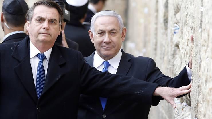 Der brasilianische Präsident Jair Bolsonaro (links) und der israelische Ministerpräsident Benjamin Netanjahu (rechts) haben am Montag die Klagemauer in Jerusalem besucht.