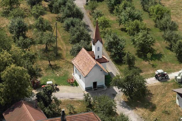 Die 2015–2018 restaurierte Marienkapelle in Steinhof steht in unverfälschter ländlicher Umgebung.