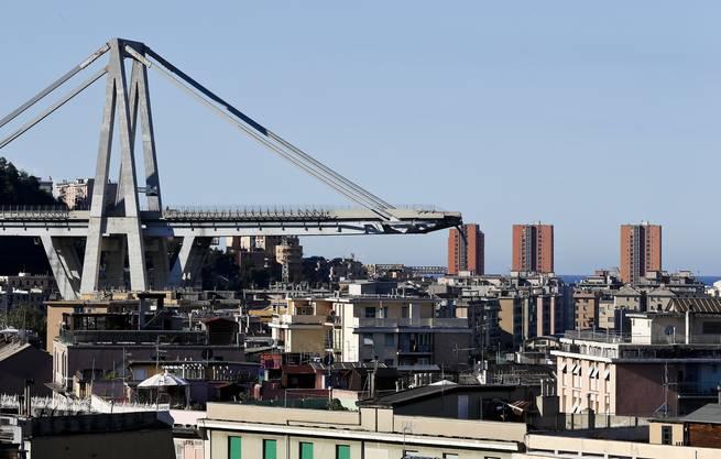 In Italien selbst hat die Tragödie von Genua das Land erschüttert. Auch das Problem dahinter erscheint gross: Laut der Tageszeitung «La Repubblica» sind um die 300 Brücken und Tunnel marode. Grund dafür seien die veraltete Infrastruktur und die lückenhafte Instandhaltung.