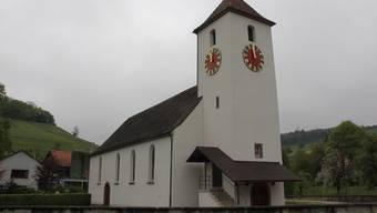 In Mandach steht die Kirche mitten im Dorf.