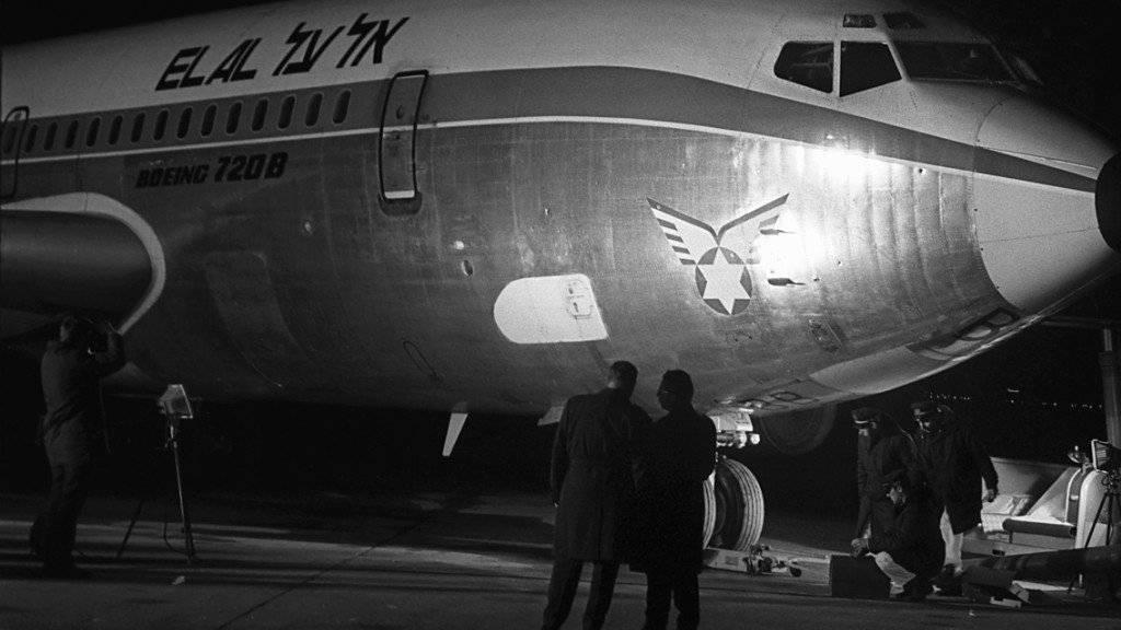 Am 18. Februar 1969 verübte ein Kommando der Volksfront zur Befreiung Palästinas (PFLP) auf dem Flughafen Zürich-Kloten einen Anschlag auf ein Flugzeug der El Al, bei dem der Pilot und ein Palästinenser ums Leben kamen.  Die Attentäter wurden später freigepresst. (Archivbild)
