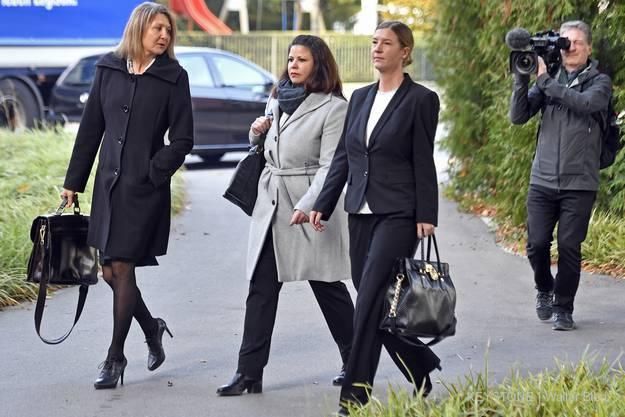 Auftritt der Anwältinnen.