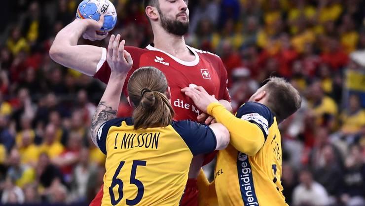 Kein Durchkommen für Lucas Meister gegen die beiden Schweden Lukas Nilsson (links) und Daniel Pettersson (rechts).