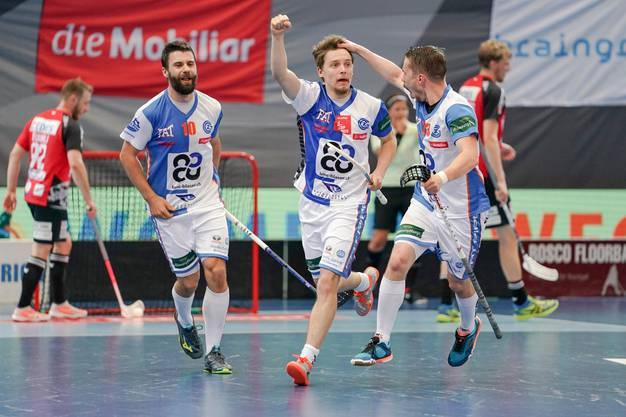 Am Wochenende geht Rüegger (Mitte) wieder für seinen Klub, GC Unihockey, auf Torejagd.