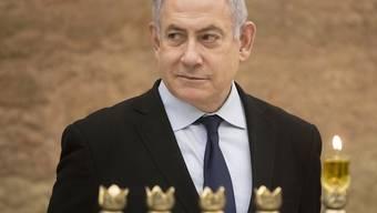 Der israelische Ministerpräsident Benjamin Netanjahu hat wegen eines Raketenbeschusses aus dem Gaza-Streifen kurzzeitig einen Bunker aufgesucht.