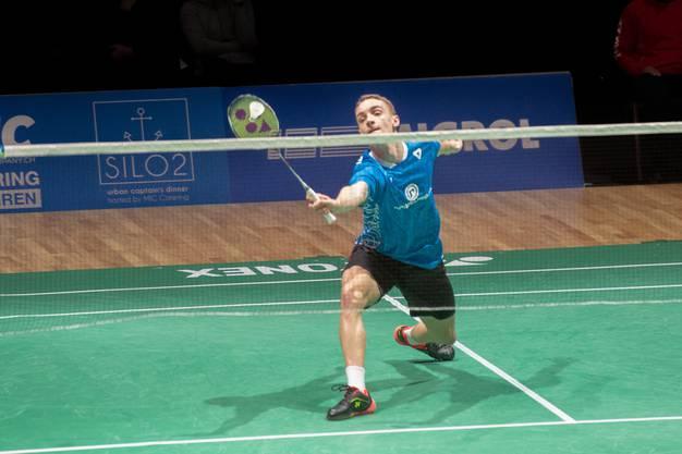 Tobias Künzi beim Badminton-Einzel.