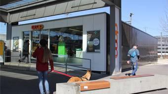 Coop will das Sortiment in diesem Ladenlokal am Bahnhof Brugg erweitern. CM