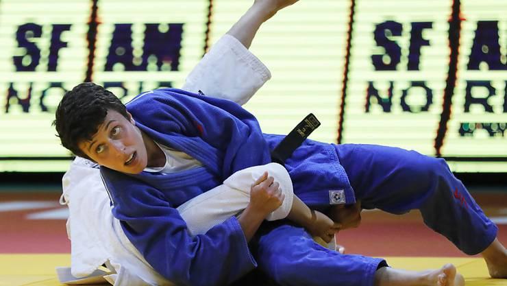 Evelyne Tschopp (in blau) beendet den Grand Prix von Taschkent im Limit bis 52 kg als Zweite
