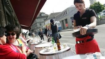 Auch im Gastro-Bereich sind die Löhne gestiegen (Symbolbild)