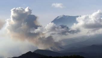 Auf dem Kilimandscharo ist ein Feuer ausgebrochen. Rettungsdienste versuchten, das Feuer auf dem mit 5895 Metern höchsten Berg Afrikas zu löschen. Foto: Thomas Becker/dpa