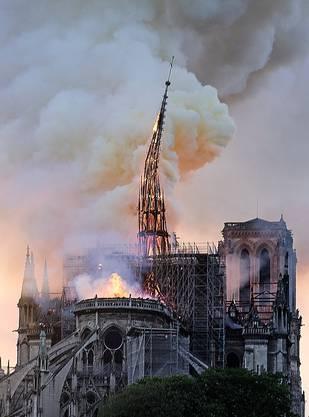 Der Mittelturm brach zusammen. Er sollte renoviert werden.