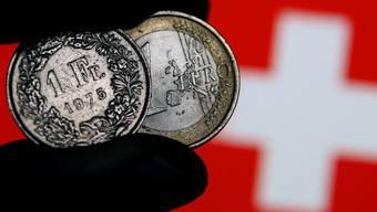 Der Franken verliert gegenüber dem Euro weiter an Wert.